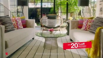 Overstock.com Memorial Day Blowout TV Spot, '25 Percent off Rugs' - Thumbnail 4