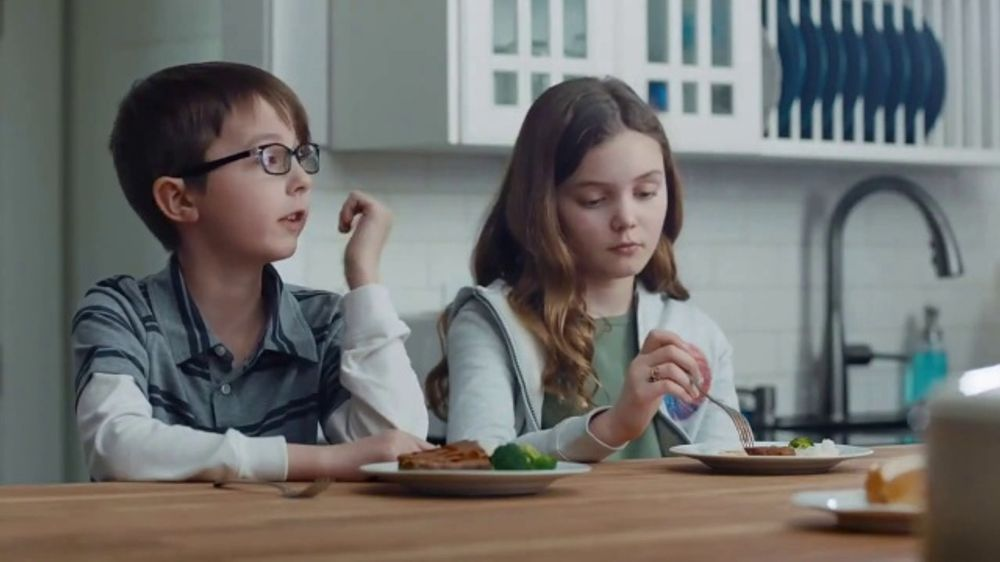 Kraft Macaroni & Cheese TV Commercial, 'Dinnertime Excuses' Song by Enya