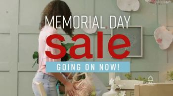 Ashley HomeStore Memorial Day Sale TV Spot, 'Summer's Hottest Deals: Queen Storage Bed' Song by Midnight Riot - Thumbnail 3