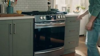 Frigidaire TV Spot, 'Air Fry in Your Oven' - Thumbnail 4