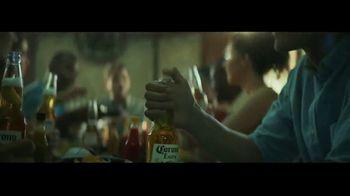 Corona Extra TV Spot, 'Abrazos' canción de Geowulf [Spanish] - Thumbnail 8