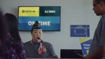 McDonald's Spicy BBQ Chicken TV Spot, 'Airport Delay' - Thumbnail 4