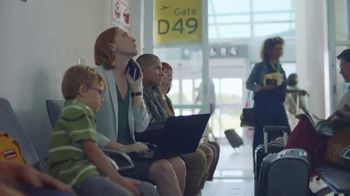 McDonald's Spicy BBQ Chicken TV Spot, 'Airport Delay' - Thumbnail 5