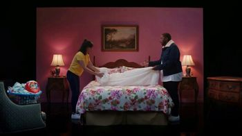 Tide TV Spot, 'Kenan Thompson Drops a Track' Feat. Melissa Villaseñor, Ric Flair, Peyton Manning - Thumbnail 8
