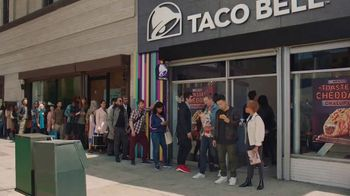 Taco Bell Toasted Cheddar Chalupa TV Spot, 'Epic Line' - Thumbnail 7