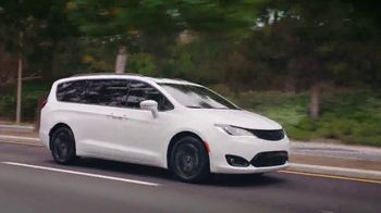 Chrysler Labor Day Sales Event TV Spot, 'Great Deals' Song by Pinkfong [T2]
