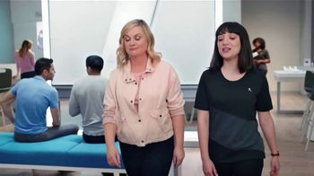 XFINITY Mobile TV Spot, 'A Little Bird Told Me: Internet and Mobile' Featuring Amy Poehler - Thumbnail 3
