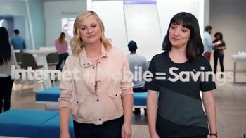 XFINITY Mobile TV Spot, 'A Little Bird Told Me: Internet and Mobile' Featuring Amy Poehler - Thumbnail 4