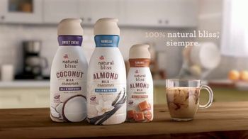Coffee-Mate Natural Bliss Almond Milk Creamer TV Spot, 'El mundo de los creamers' [Spanish] - Thumbnail 8