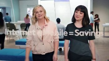 XFINITY Mobile TV Spot, 'A Little Bird Told Me: $250 Back' Featuring Amy Poehler - Thumbnail 2