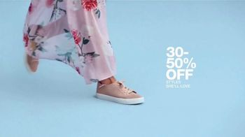 Macy's One Day Sale TV Spot, 'Deals of the Day: Sportswear, Pillows and Shoes' - Thumbnail 6