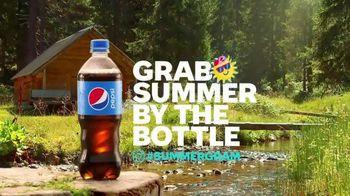 Pepsi TV Spot, 'Summergram: Cabin Calling' - Thumbnail 4