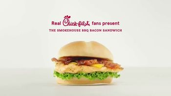Chick-fil-A Smokehouse BBQ Bacon Sandwich TV Spot, 'Jarell and Brittany: Summertime Classic' - Thumbnail 1