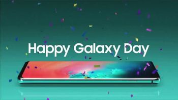 Samsung Galaxy S10e TV Spot, 'Happy Galaxy Day: Buy One Get One' - Thumbnail 5