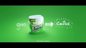 Extra Refreshers Gum TV Spot, 'Max & Bill: Introduction' Song by Jacob Banks - Thumbnail 10
