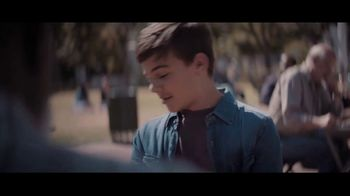 Extra Refreshers Gum TV Spot, 'Max & Bill: Introduction' Song by Jacob Banks - Thumbnail 7