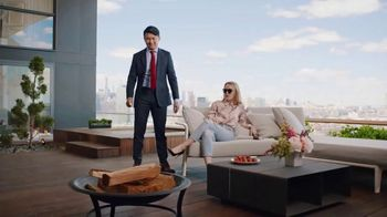 Hotels.com TV Spot, 'Comedy Central: Influencer' Featuring Ronny Chieng - 2 commercial airings