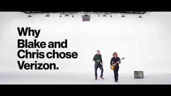 Verizon TV Spot, 'Blake and Chris: iPhone XR on Us' - Thumbnail 2