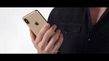 Verizon TV Spot, 'Blake and Chris: iPhone XR on Us' - Thumbnail 4