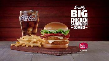Jack in the Box Really Big Chicken Sandwich Combo TV Spot, 'Chucho' [Spanish] - Thumbnail 9