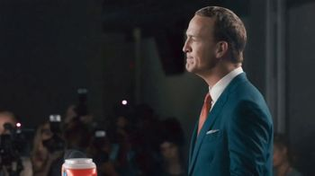 Tide PODS Ultra OXI TV Spot, 'Peyton Manning Declares Tuesday the Official Laundry Night' - Thumbnail 5