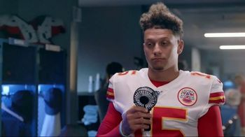 Head & Shoulders TV Spot, 'Offense vs. Defense' Featuring Pat Mahomes, Troy Polamalu - Thumbnail 9