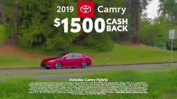 2019 Toyota Camry TV Spot, 'Road Trip: Seafood' Featuring Danielle Demski, Ethan Erickson [T2] - Thumbnail 5