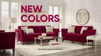 Rooms to Go TV Spot, 'Colors by Cindy Crawford' - Thumbnail 6