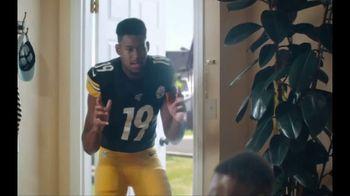 Madden NFL 20 TV Spot, 'Victory Bath' Featuring JuJu Smith-Schuster - Thumbnail 6