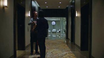 Men's Wearhouse TV Spot, 'Vea AWEAR-TECH Kenneth Cole con tecnología 37.5 en acción' [Spanish]