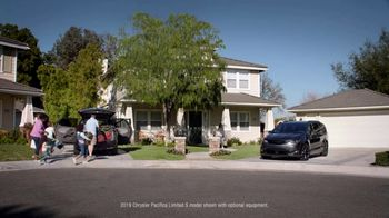 2019 Chrysler Pacifica TV Spot, 'Doesn't Suck' [T1] - Thumbnail 1