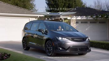 2019 Chrysler Pacifica TV Spot, 'Doesn't Suck' [T1] - Thumbnail 8