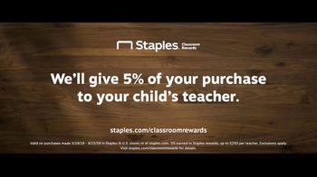 Staples Classroom Rewards TV Spot, 'Back To School: Art Fair' - Thumbnail 9