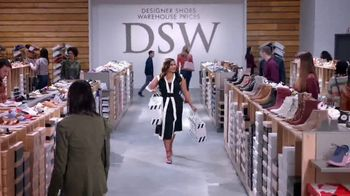 DSW TV Spot, 'Shop the Perfect Fall Shoes' Featuring Mindy Kaling - Thumbnail 10