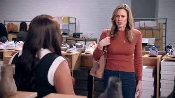 DSW TV Spot, 'Shop the Perfect Fall Shoes' Featuring Mindy Kaling - Thumbnail 8