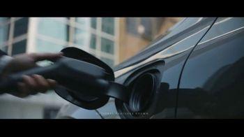 2019 Volvo XC60 TV Spot, 'Jogger' [T2] - Thumbnail 2