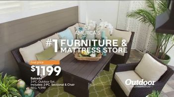 Ashley HomeStore Stars & Stripes Outdoor Event TV Spot, 'Dining and Entertaining' - Thumbnail 9