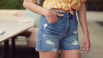 Old Navy TV Spot, 'Hot Summer Styles: Shorts, Tees and Dresses' Featuring Regina Hall - Thumbnail 4