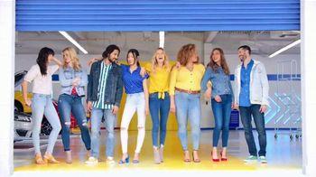 Old Navy TV Spot, 'Shorts, camisetas y vestidos' canción de Kaskade [Spanish] - Thumbnail 10