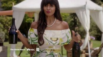Hulu TV Spot, 'Party' Featuring Chrissy Teigen, Song by Big Gigantic - Thumbnail 5