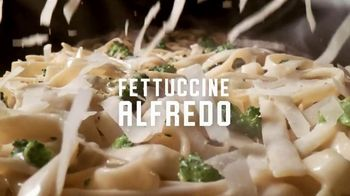 Applebee's Pasta & Grill Combos TV Spot, 'Three Pastas' Song by Hot Chocolate - Thumbnail 4