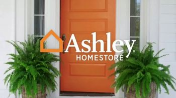 Ashley HomeStore Columbus Day Sale TV Spot, 'Geashill Sofa and Jeanette Rectangular Dining Table' - Thumbnail 1