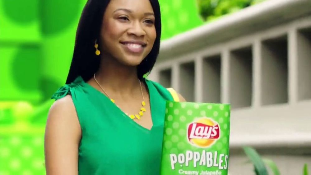 Lay's Poppables TV Commercial, 'Crispy and Full of Flavor'
