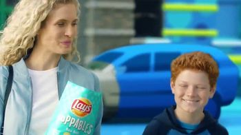 Lay's Poppables TV Spot, 'Crispy and Full of Flavor' - Thumbnail 6