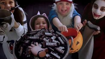 Hershey's TV Spot, 'The Addams Family: Trick-Or-Treat' - Thumbnail 8
