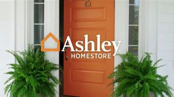 Ashley HomeStore TV Spot, 'Gracias' canción de Midnight Riot [Spanish] - Thumbnail 1