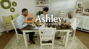 Ashley HomeStore TV Spot, 'Gracias' canción de Midnight Riot [Spanish] - Thumbnail 6