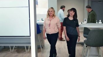 XFINITY Mobile TV Spot, 'A Little Bird Told Me: Save on Your Wireless Bill' Featuring Amy Poehler - Thumbnail 1