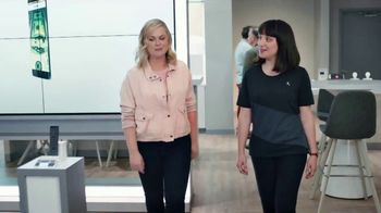 XFINITY Mobile TV Spot, 'A Little Bird Told Me: Save on Your Wireless Bill' Featuring Amy Poehler - Thumbnail 2