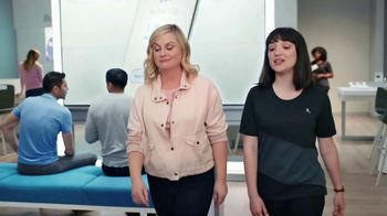 XFINITY Mobile TV Spot, 'A Little Bird Told Me: Save on Your Wireless Bill' Featuring Amy Poehler - Thumbnail 3